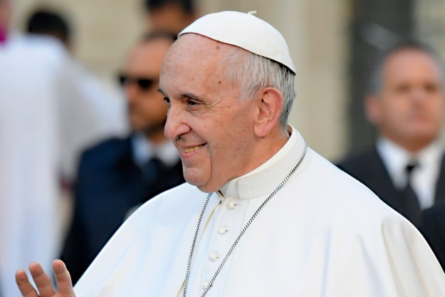 """Francisco: os mortos """"estão nas mãos boas e fortes de Deus"""" (Foto: iStockphoto)"""