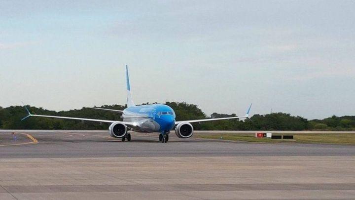 Susto: el avión donde viajaban los hijos del presidente electo tuvo desperfectos