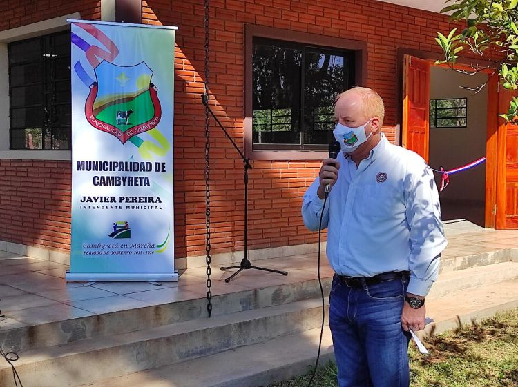 durante el acto de inauguración del nuevo Salón Comunitario