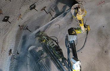 El trabajo manual se reduce al mínimo y grandes cantidades de malla se pueden procesar de forma simultánea.
