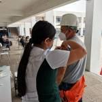 Trabajadores portuarios de la Compania Minera del Pacifico reciben vacuna contra el Covid-19