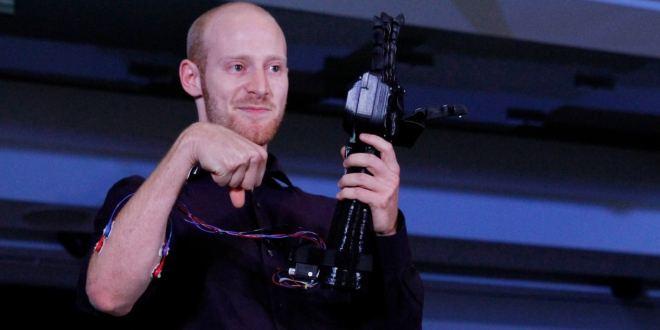Desarrollan prótesis de mano mediante impresión 3D