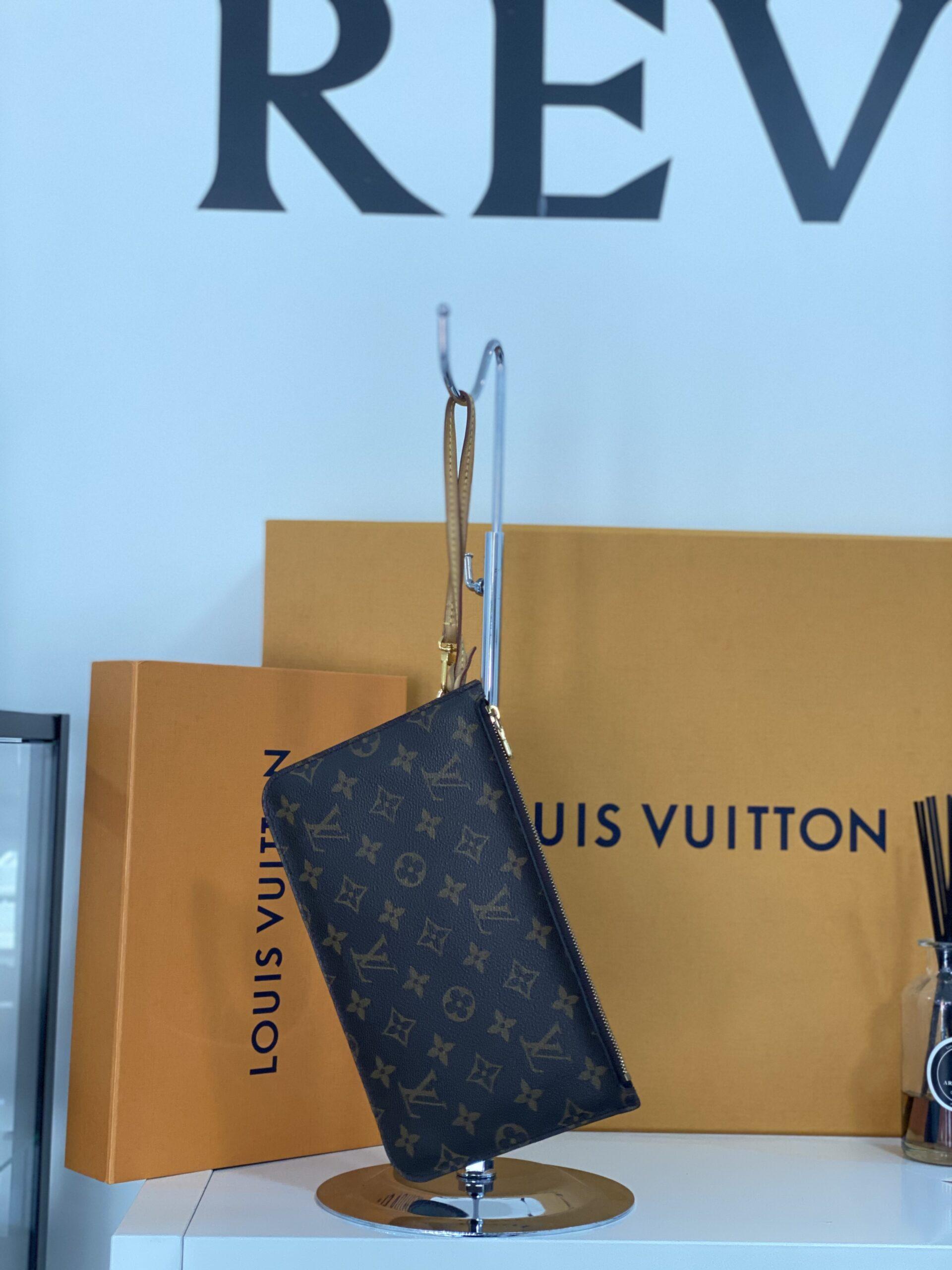 Louis Vuitton Pochette a Mano Monogram