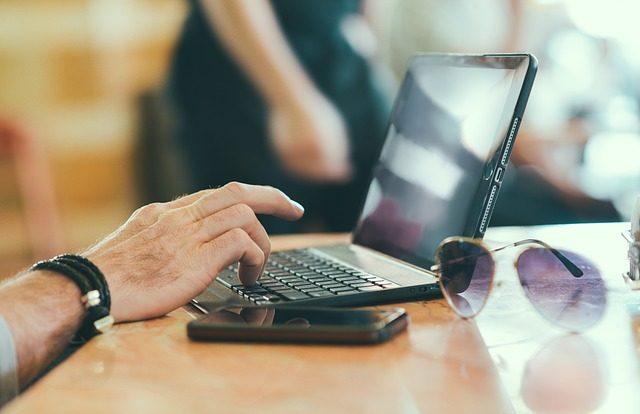 Ce să verifici atunci când cumperi un laptop ieftin