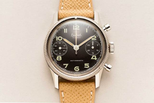 An instance of the Hanhart 417 ES, made between 1956 and 1958. Only 500 pieces were made with the designation ES for stainless steel (Image: shucktheoyster.com)