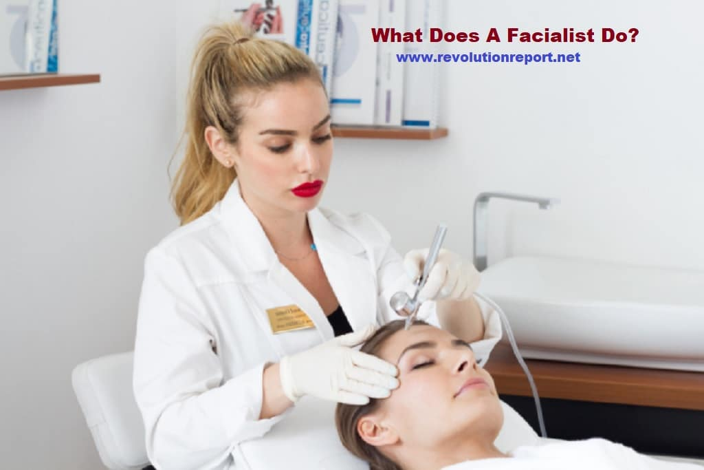 what does a facialist do