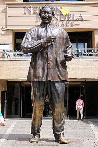 2014-11-20_Johannesburg_Nelson_Mandela_Square_03_anagoria