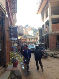 Aller au Népal c'est aussi regarder une vérité en face, celle de la pauvreté, le manque d'infrastructures, les ombres du capitalisme