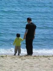 L'adulte est là pour accueillir l'enfant dignement en ce monde et le lui rendre le plus accessible possible.
