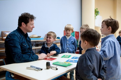 Christian Maréchal, éducateur de la Classe Montessori à Roubaix, objet du film.