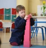 Pour que l'enfant se concentre, il faut que le milieu soit propice à cela et qu'il réponde à un besoin.
