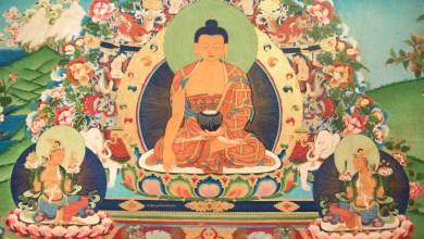 On voit souvent les divinités hindoues ou les diverses formes de Bouddha sur des fleurs de lotus épanouies
