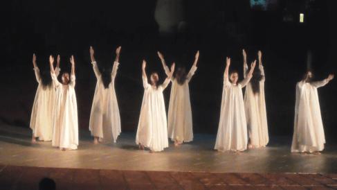 Offrande de danse à Auoroville