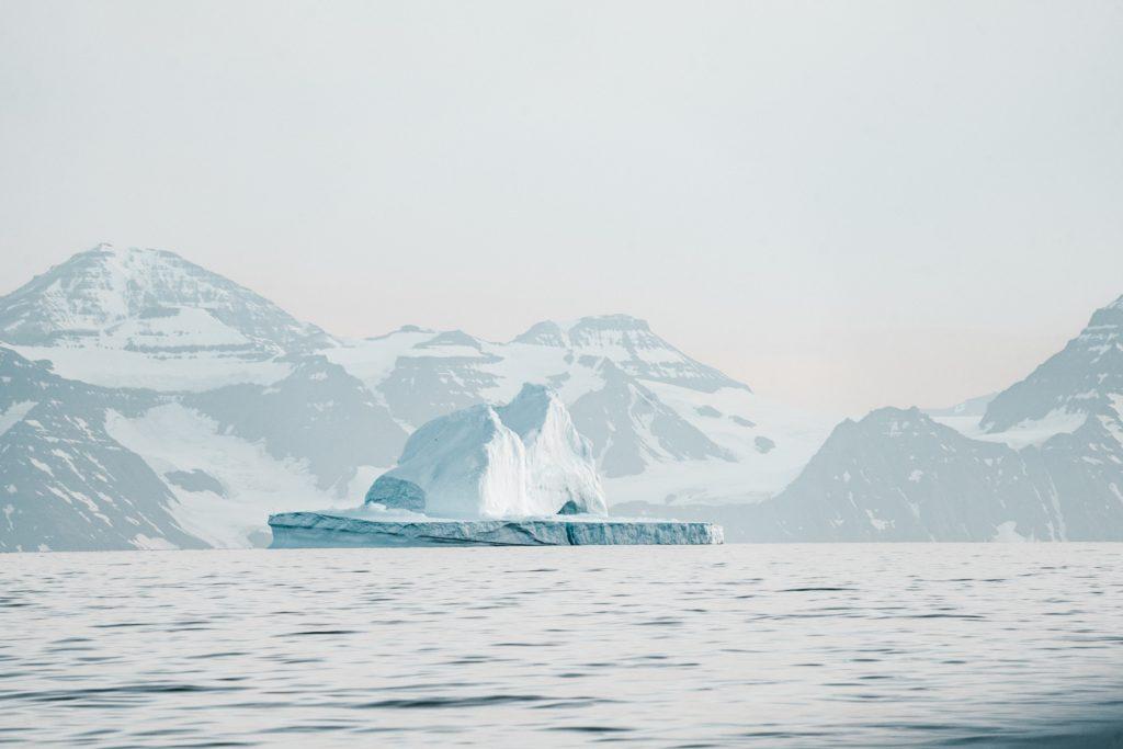 L'Arctique canadien ; rhétorique géopolitique et politique identitaire