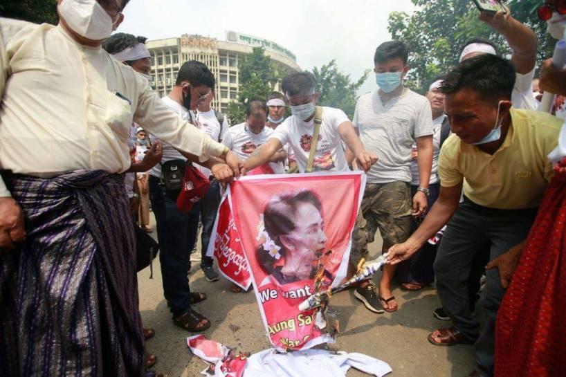 Birmanie : retour à la dictature ?
