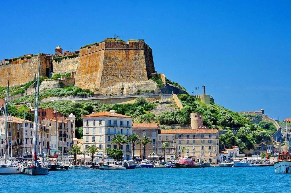 La Corse et le droit. Compte rendu de colloque