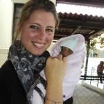 Tessa de Goede with a small patient (www.catwalksaroundtheworld.com)