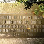 Plaque commemorating the designer of the central fountain, Diego de Porres (photo by Rudy Girón)