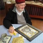 al thompson with gold leaf artwork
