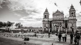 Posición/Position: 1er lugar / 1st place  Premio: 1 vale por Q300 para comer en El Cazador Italiano Tema/theme: Iglesias de Guatemala / Churches in Guatemala Título/title: Postales de Guatemala Lugar/place: Ciudad de Guatemala Autor/author: Leonel Mejía Web: www.flickr.com/leonelmejia/