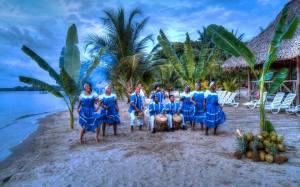 Posición/Position: 2do lugar / 2nd place Premio/Prize: Porta lapiceros de Jades Xibalbá Tema/theme: Identidad guatemalteca / Guatemalan identity Título/title: Baile Garífuna Lugar/place: Puerto Barrios, Izabal Autor/author: Carlos R. Cordón B.