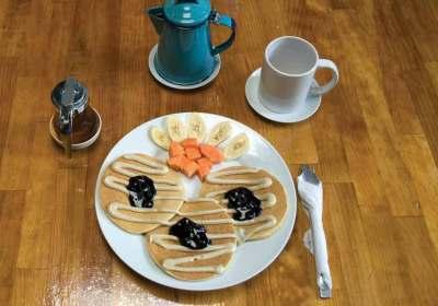 Macadamia pancakes with macadamia butter and fresh blueberry jam
