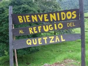 """Signboard """"Bienvenido a Refugio del Quetzal"""""""