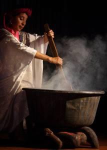 Posición/Position: Mención honorífica / Honorable mention Tema/theme: Tradiciones en Guatemala / Guatemalan Tradition Título/title: Black Salt Lugar/place: Río Hondo, Zacapa Autor/author: David Currier