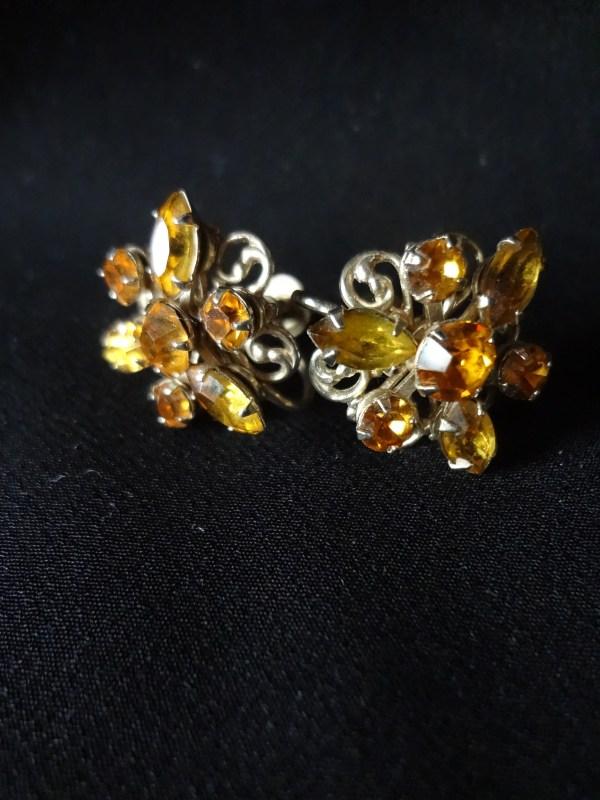 screw on vtg earrings