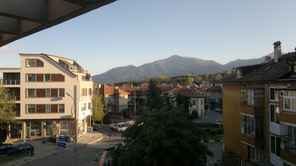 29 A view on Razlog