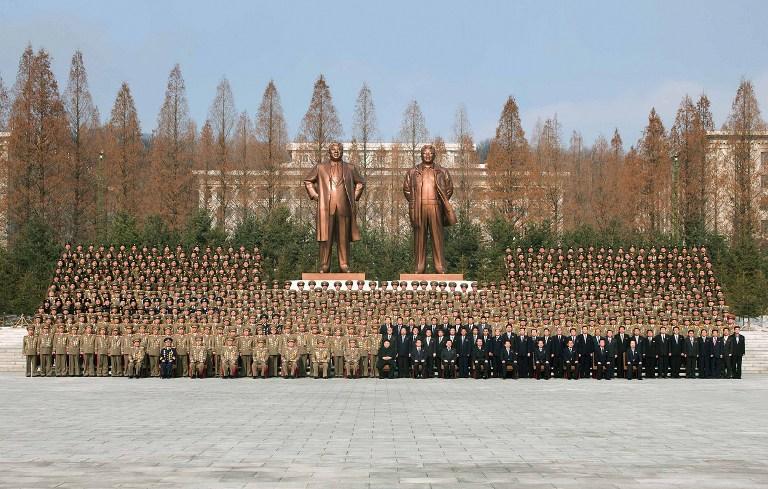 https://i2.wp.com/www.rfa.org/english/commentaries/kim-03052013180926.html/korea-kim-statues-feb-2013.jpg
