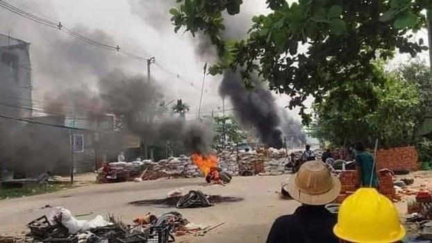myanmar-barricades-burning-kalay-sagaing-apr8-2021.jpg