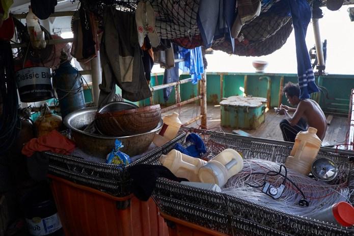 東南亞是主要漁工輸出國,漁工常被迫在惡劣的勞動條件下工作。 (綠色和平提供)