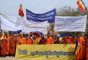 Các sư sãi và người Khmer Krom biểu tình tại chùa Samaki Rainsey