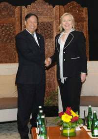 hillary-clinton-indonesia-21jul2011-200.jpg