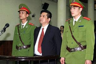 Hình ảnh TS Cù Huy Hà Vũ trong phiên tòa