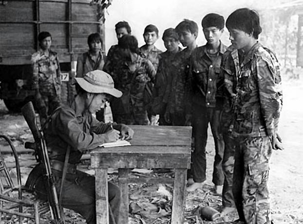 Chi Minh Ho Trung Cua Nguyen Con Tan