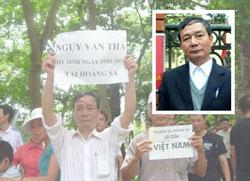 Ông Nguyễn Tường Thụy trong 1 lần đi biểu tình chống Trung Quốc lấn chiếm Hoàng Sa