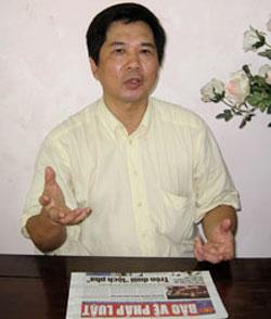 Tiến sỹ luật Cù Huy Hà Vũ trước lúc bị bắt . RFA files