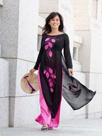 Cô Christine Huynh trong chiếc áo dài Việt Nam. Dolinh,RFA