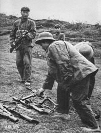 Bộ đội Việt Nam bị bắt làm tù binh trong cuộc chiến biên giới 1979. Source DSWC China