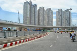 Cao ốc và đường xá được nâng cấp tại TPHCM
