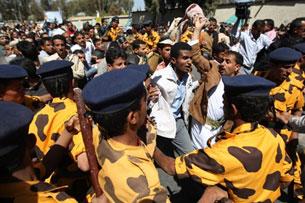 Dân chúng vùng dậy đòi thay đổi chế độ của lãnh tụ Ali Abdullah Saleh. AFP