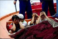 Ngư dân Việt Nam bị Trung Quốc bắt hồi năm 2009. Photo courtesy of  lysonforum.