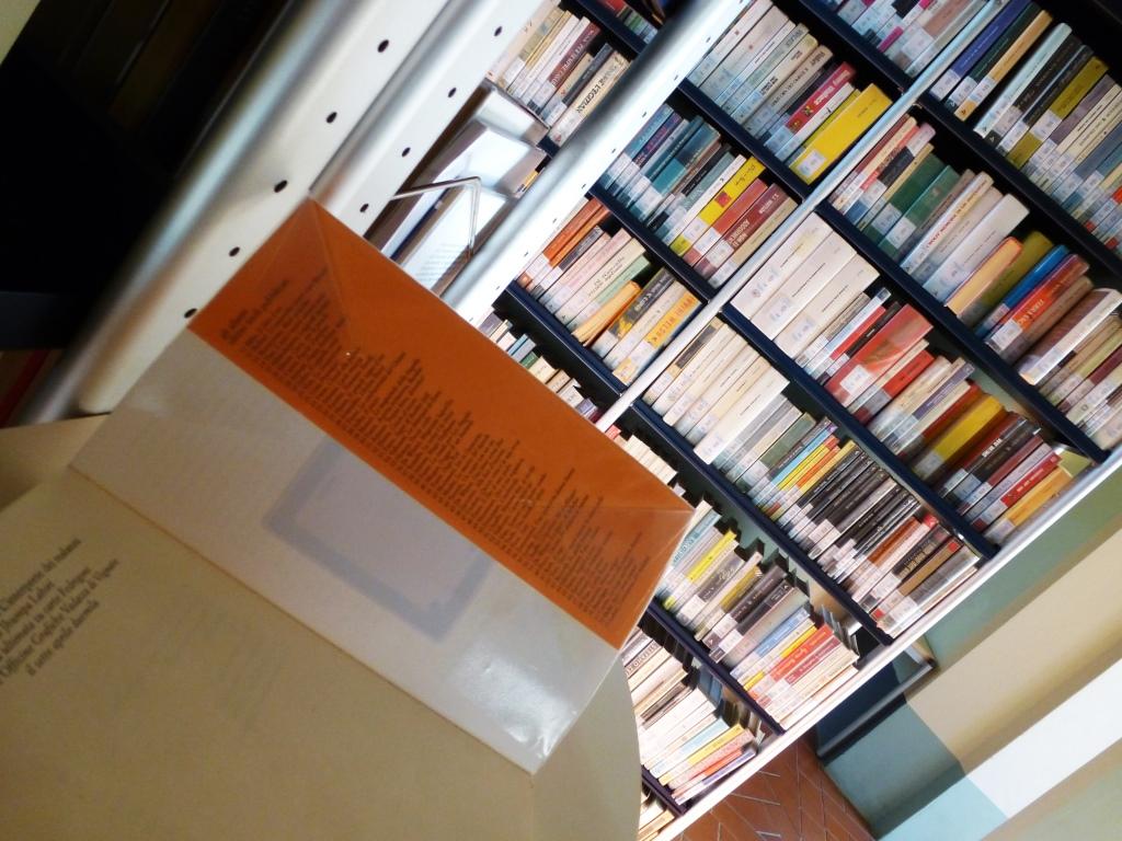 Tag RFID sul libro alla Biblioteca di Sarezzo