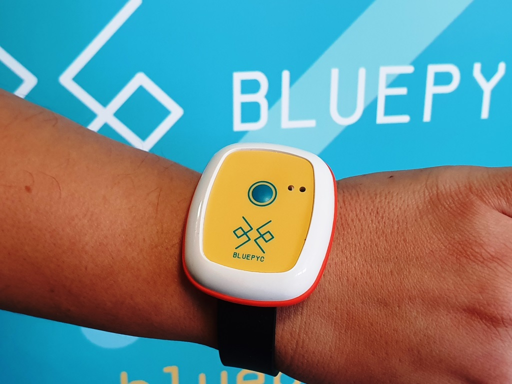 BluEpyc Beacon Wake-up & Sensor wearable Bluetooth Low Energy