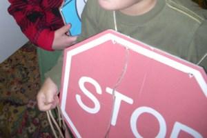 アングルが悪い写りだけど、STOPサインコスチューム。