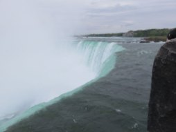 これもカナダ側から観た滝。