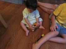 娘の1歳の誕生日には、ばーちゃんから日本語学習のおもちゃをもらったり。