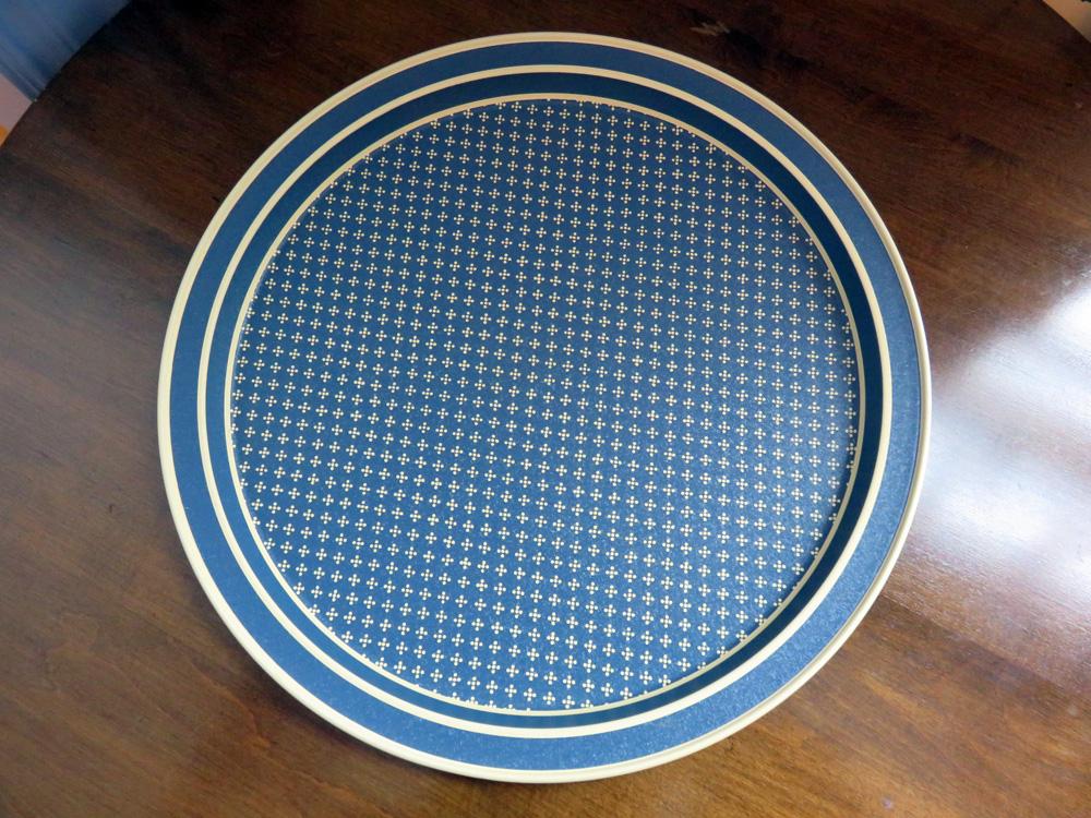 これはコレクタブルじゃないけど、めちゃパターンが気に入ったブリキのサーヴィングトレイ!